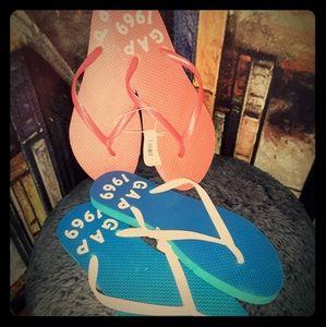 Gap rubber flip flops ...2 pair